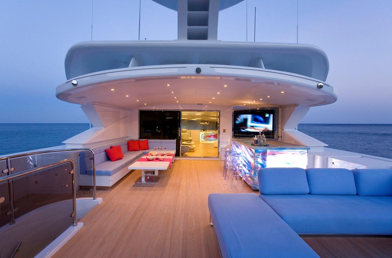 салон мега яхты