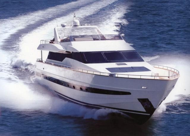 http://www.amphitrion-yachting.com/boats/sin/running%20shot.jpg